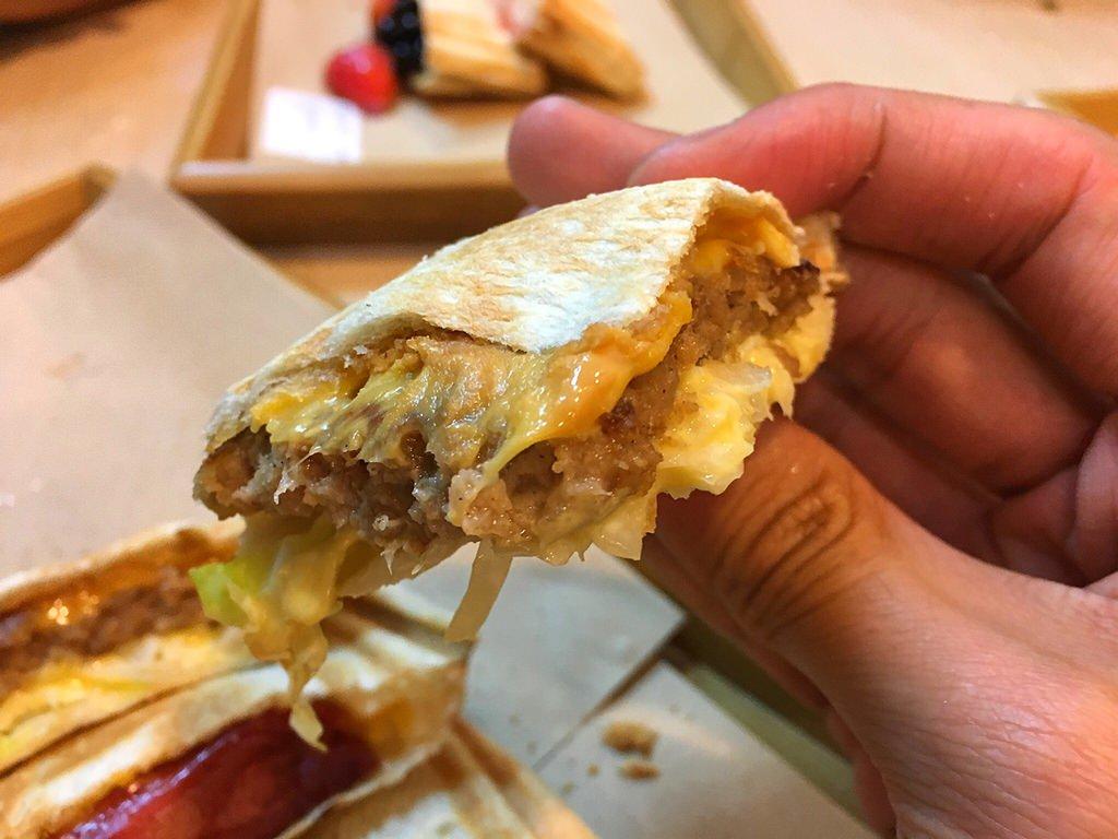 經典花生起司漢堡排佐蜂蜜芥末